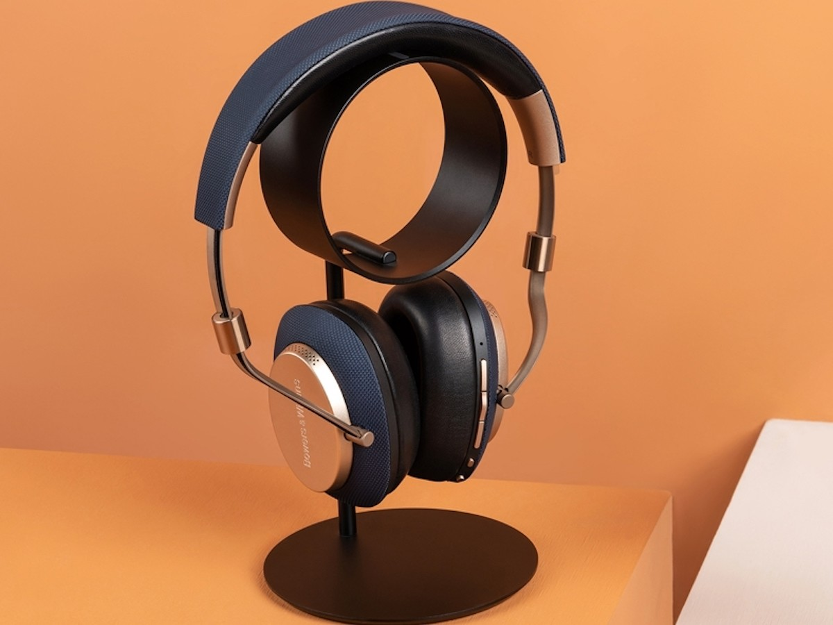 UPPERCASE Designs ZERO aluminum headphone stand provides a designated storage space