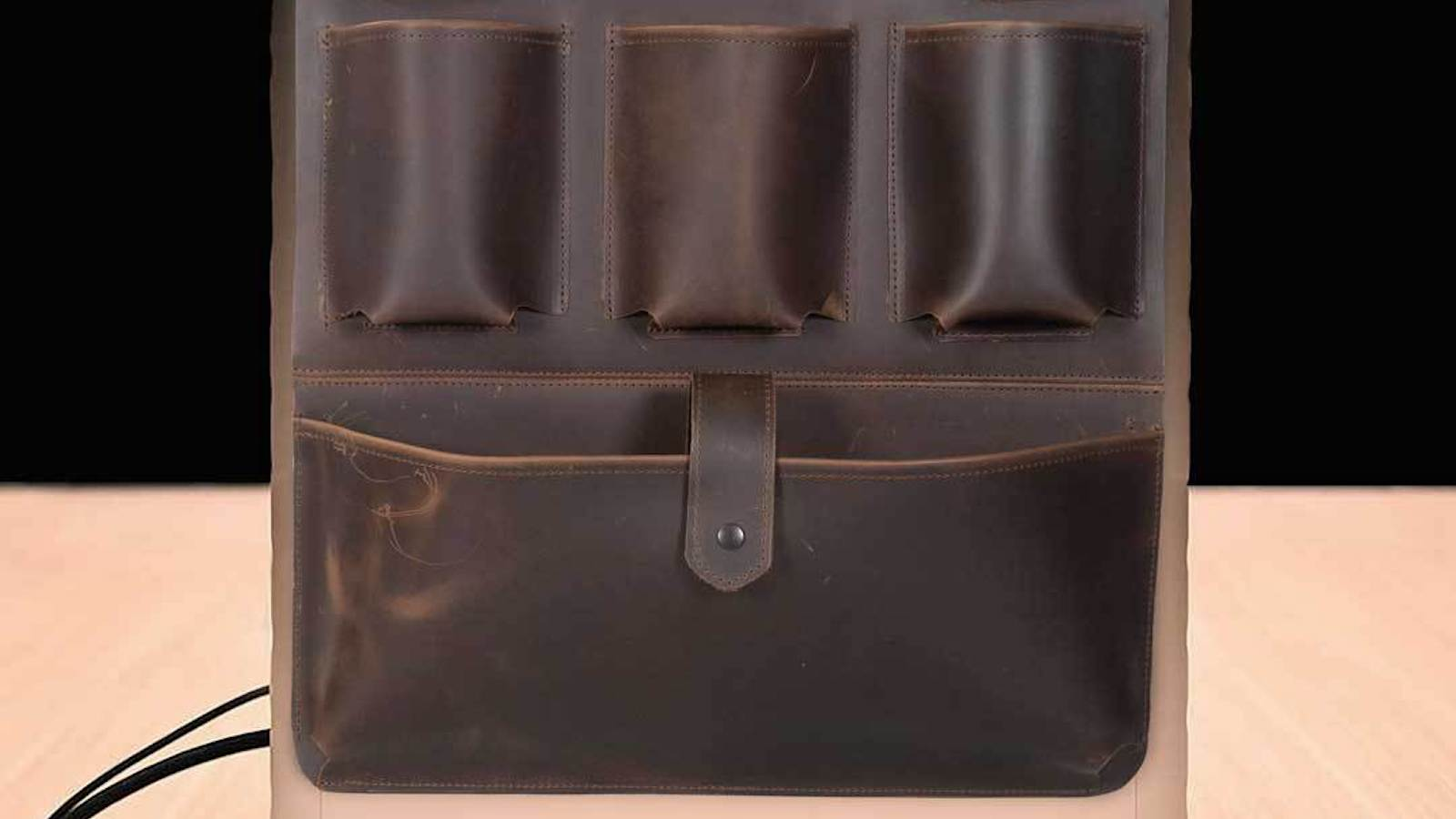 WaterField Designs Mac Pro Gear Saddle Work Accessories Organizer keeps gadgets together