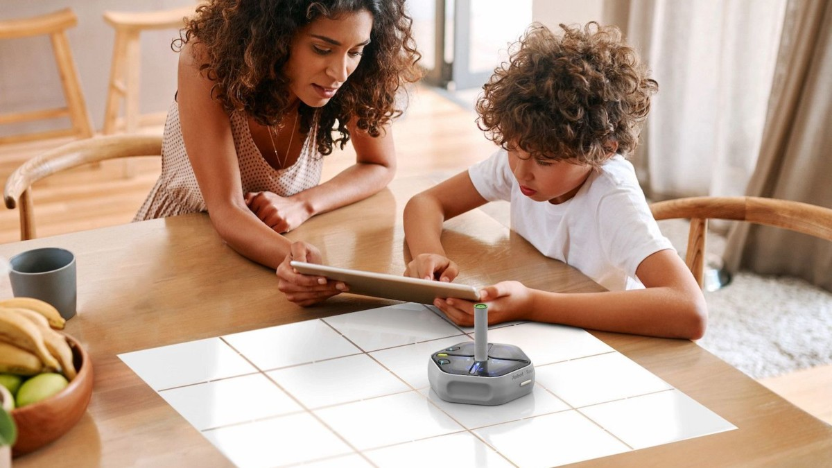 iRobot Root rt0 Coding Robot lets you bring it to life