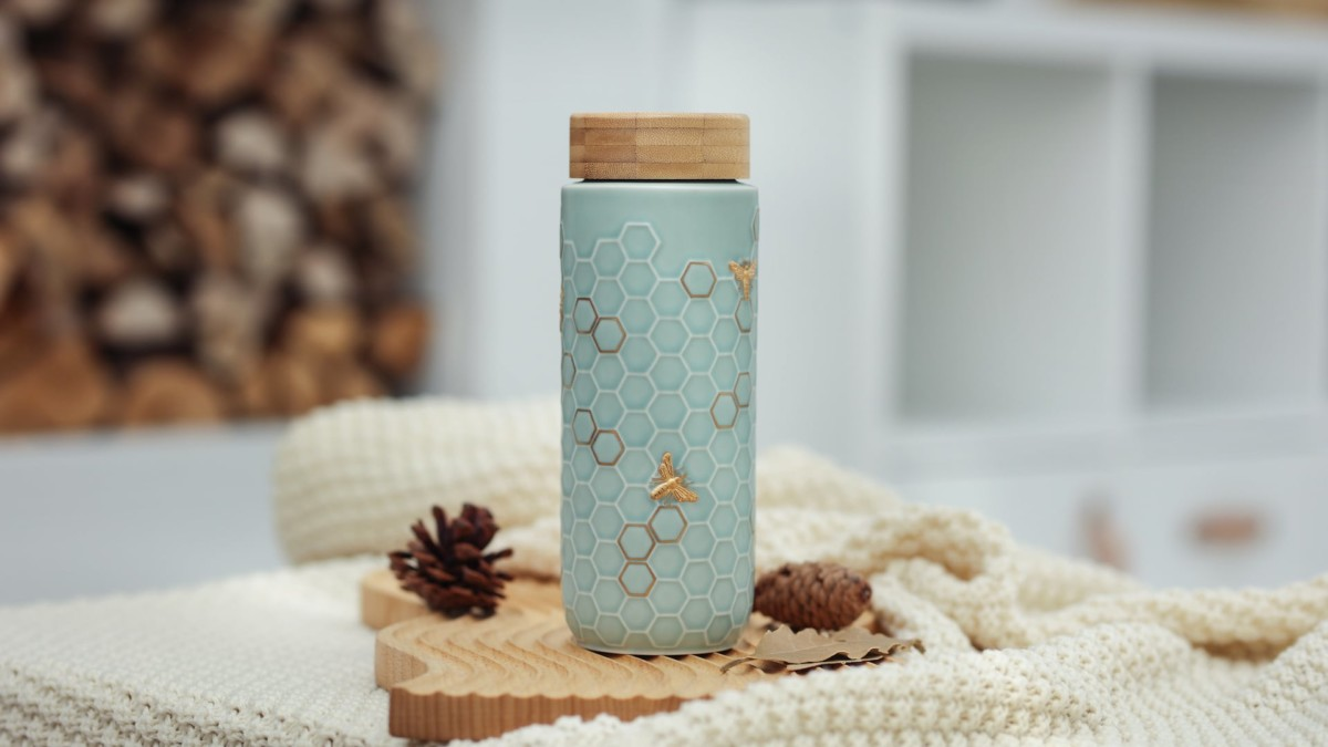 Acera Honey Bee Collection travel mugs combine style and an incredible drinking experience