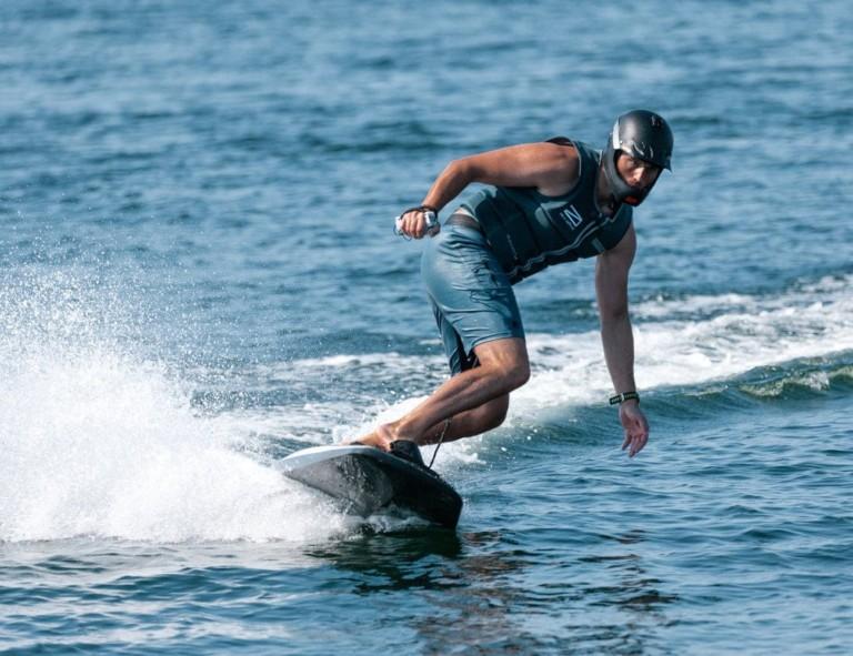 Planche de surf électrique en fibre de carbone Awake RÄVIK