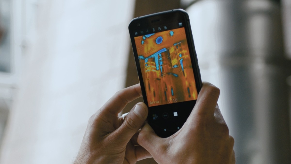 Cat S62 PRO work smartphone provides thermal detailing