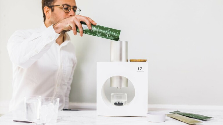 """Cuzen Matcha home tea maker lets you easily brew fresh """"matcha-presso"""" in an instant"""