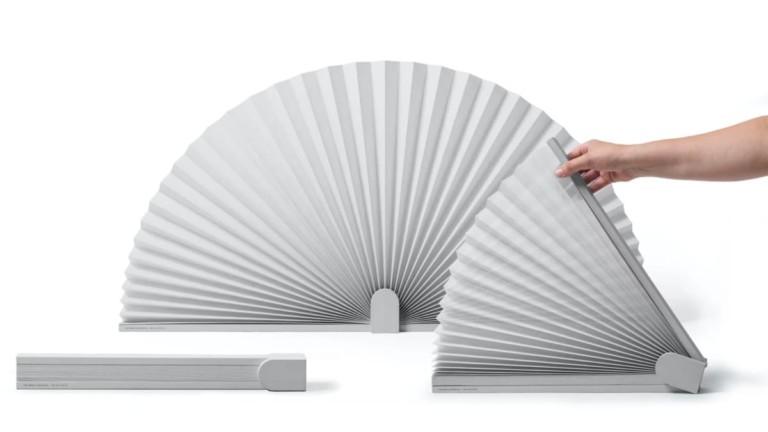 Friendly Border Fan Desk Divider