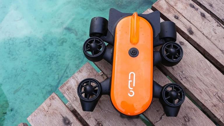 Geneinno T1 underwater drone uses a remote control