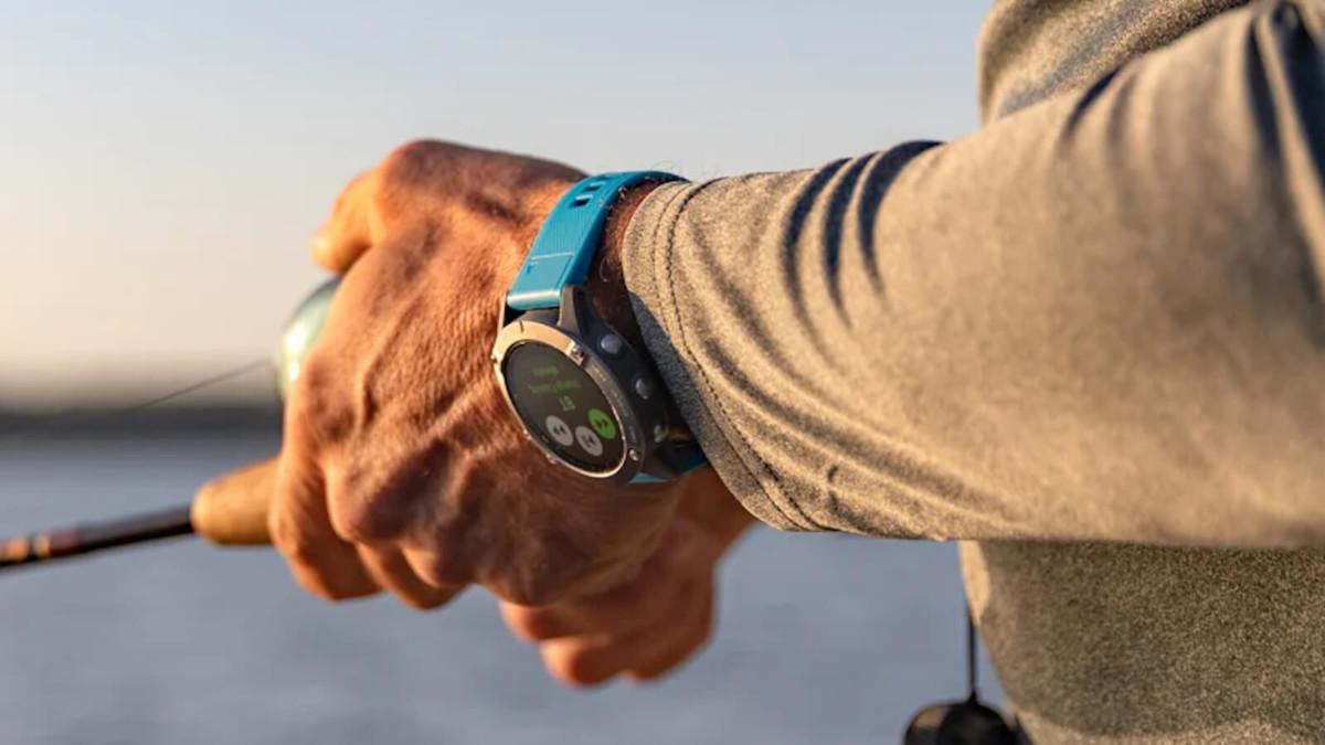 Garmin quatix 6X Solar GPS Smartwatch provides up to 30 days of battery life