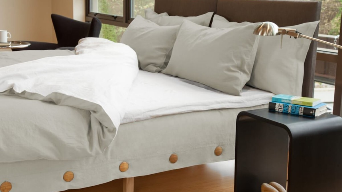 Horizontal Button Bed pain-relief mattress keeps you cool