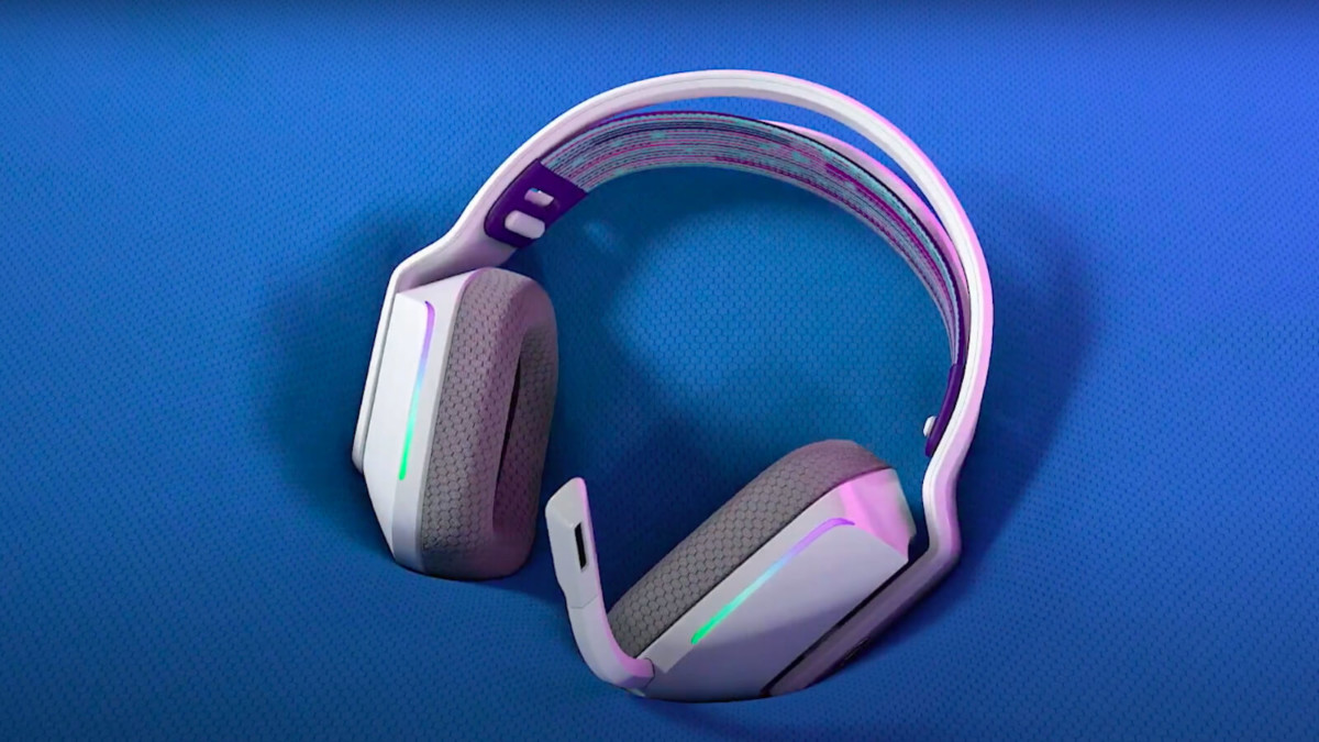 Logitech G733 lightspeed gaming headphones conform to your head