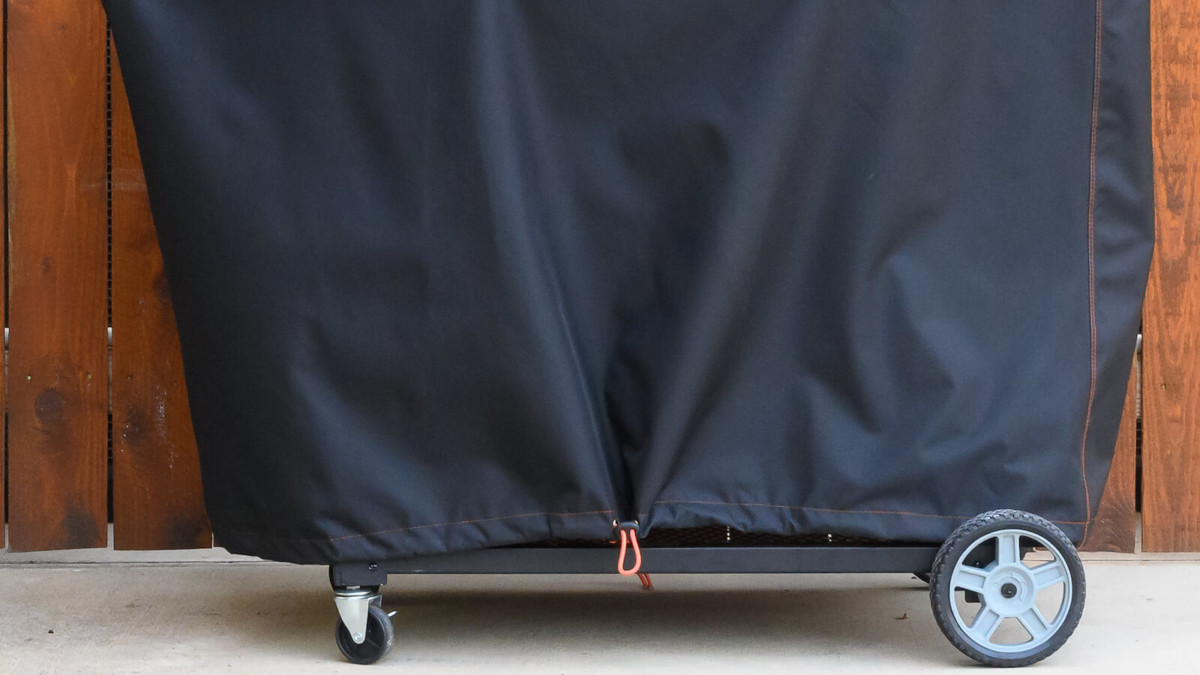 This Masterbuilt barbecue cover is water resistant