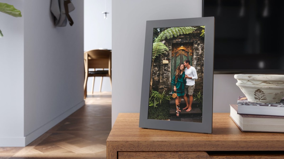 Meural WiFi Photo Frame digital picture display enhances images