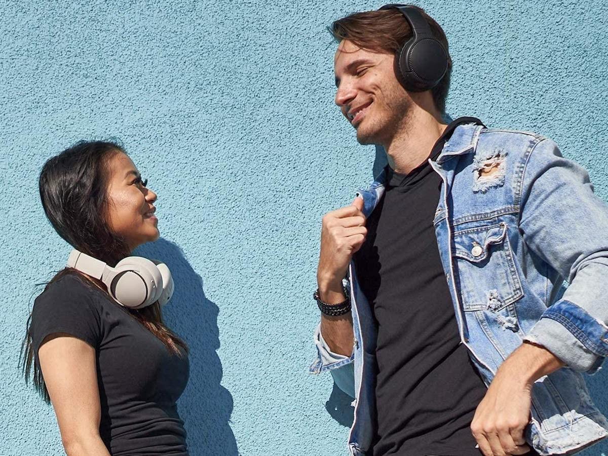 Panasonic RB-M500B deep bass headphones offer 30 hours of playback