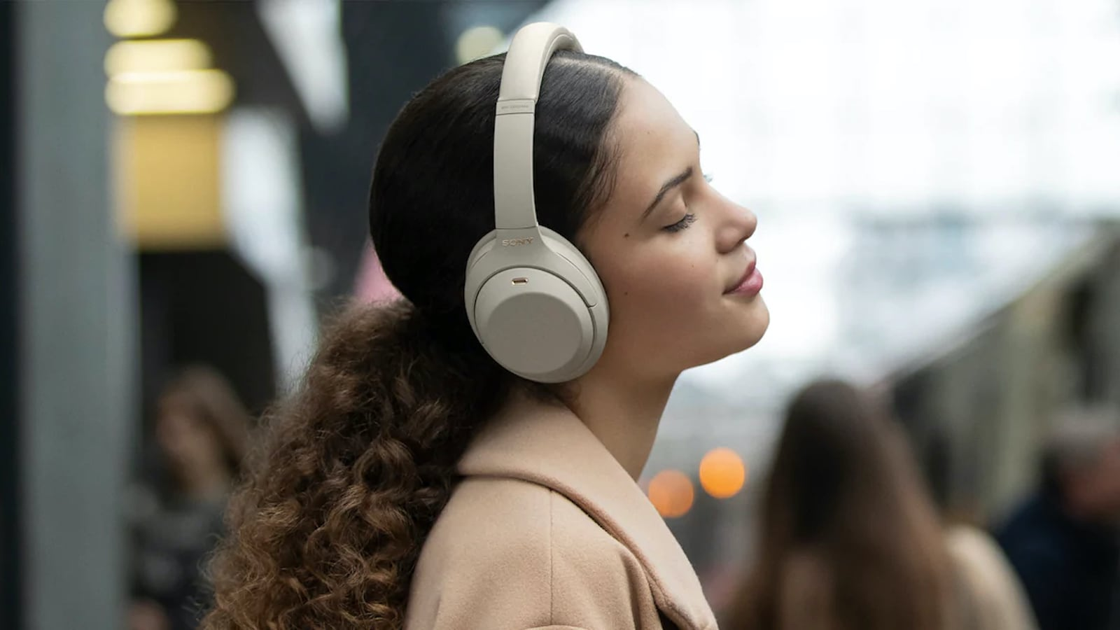 These Sony WH-1000X M4 headphones adapt to noise instantly