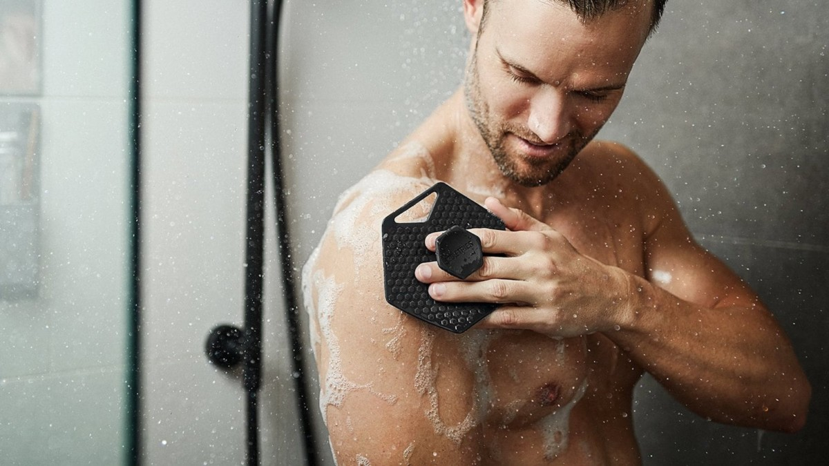 Body Scrubber skin exfoliator provides deep cleansing