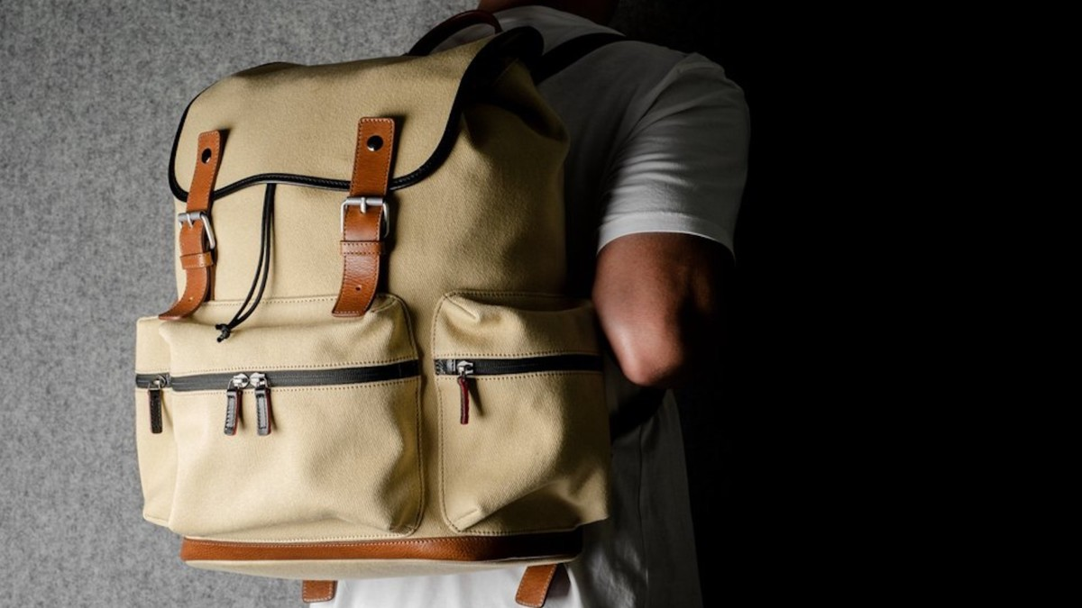 This hardgraft Rucksack canvas bag features multiple pockets