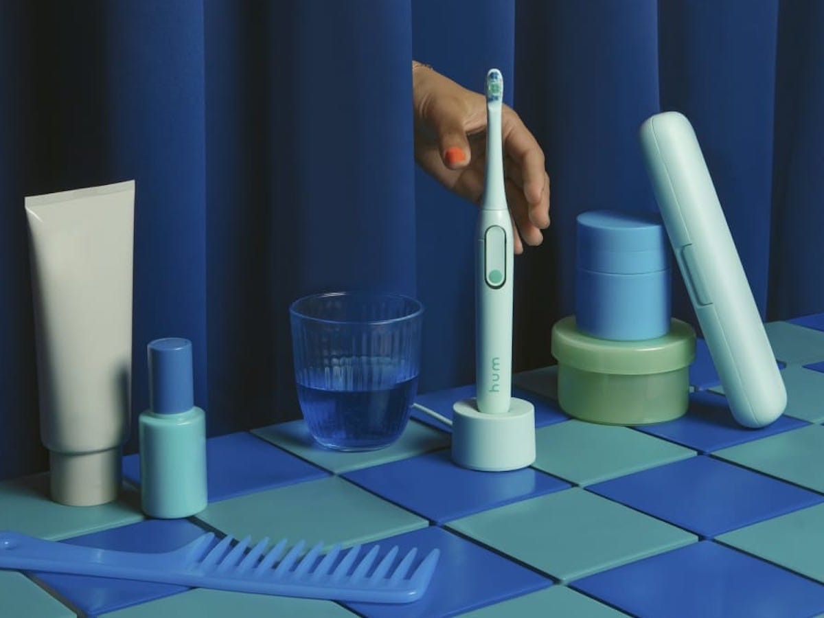 Colgate hum smart electric toothbrush targets all areas in the mouth