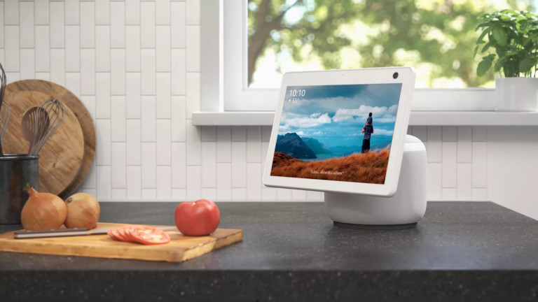 Amazon Echo Show 10 (3rd Gen) smart display has a motorized base