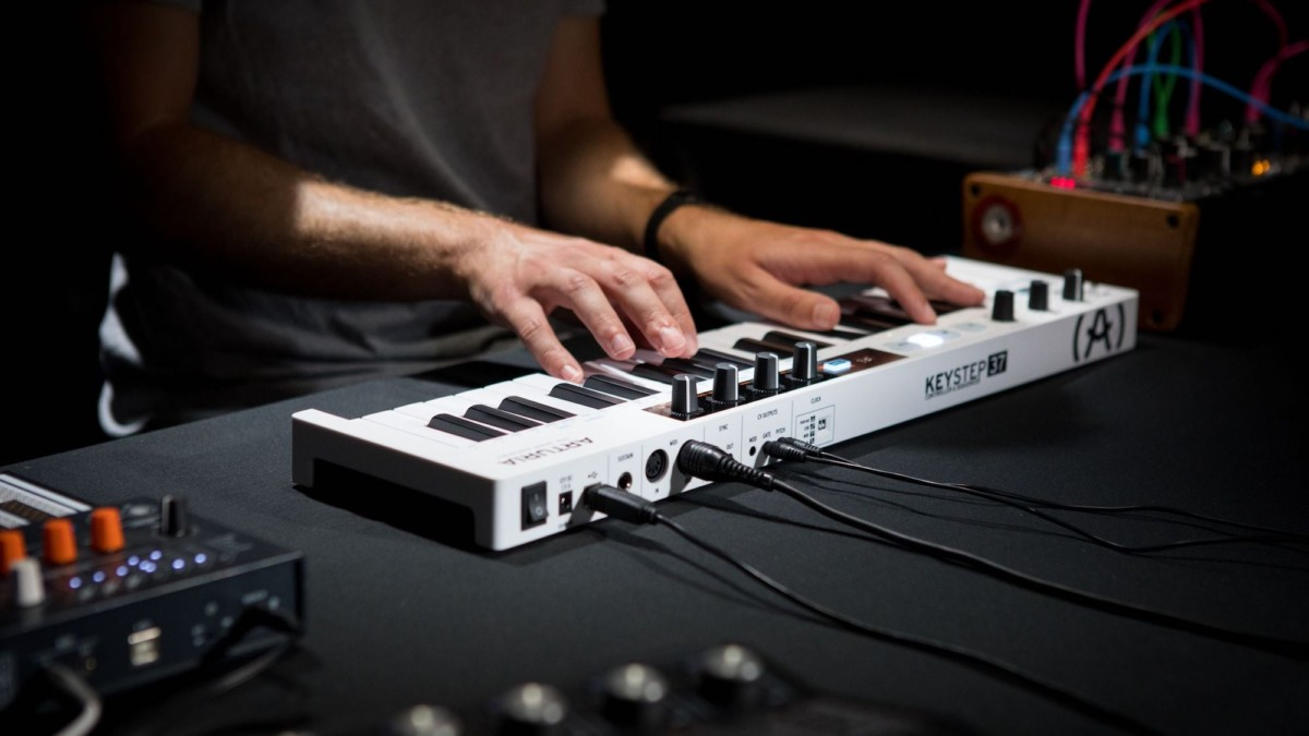 Arturia KeyStep 37 intuitive sequencing keyboard provides creative real-time MIDI controls