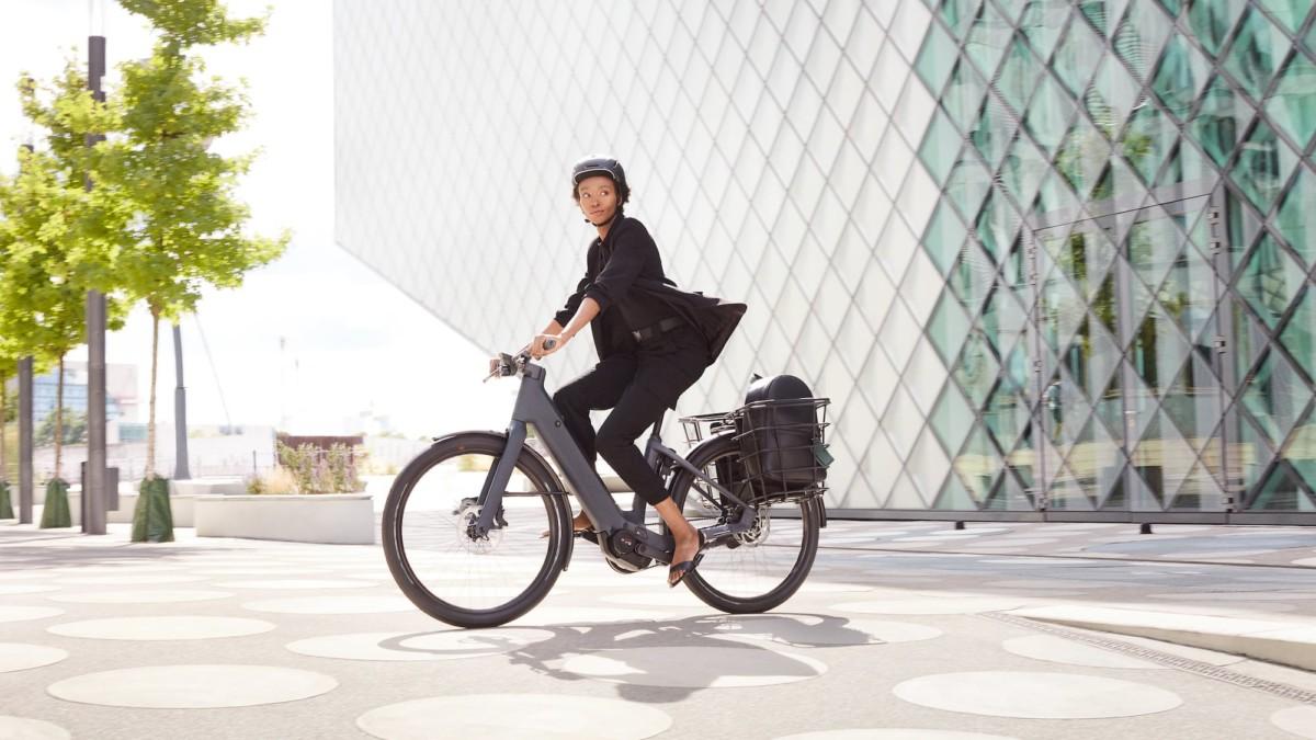 Canyon Precede:ON CF 8 Series electric city bikes take you around urban areas with ease