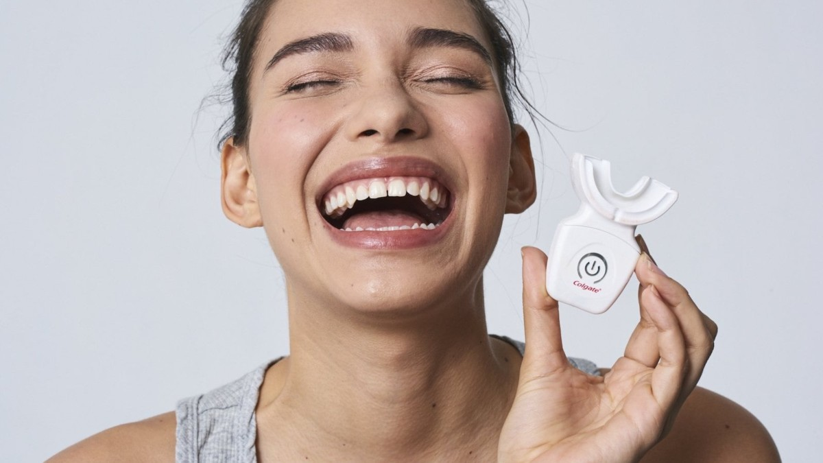 Colgate Optic White advanced LED teeth whitening kit brightens up your smile in 10 days