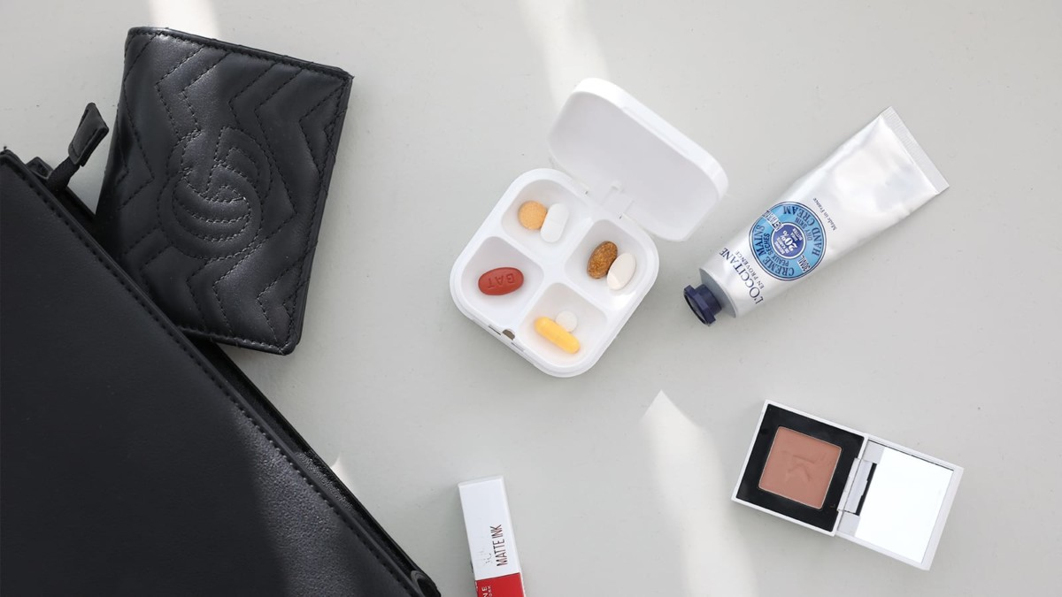 DEFI smart IoT pillbox makes your life easier by tracking medication