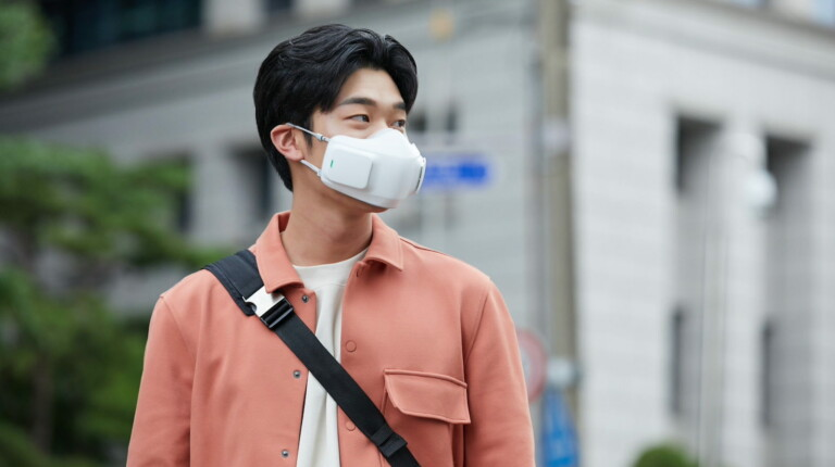 LG PuriCare Wearable Air Purifier battery-powered face mask uses 2 H13 HEPA filters