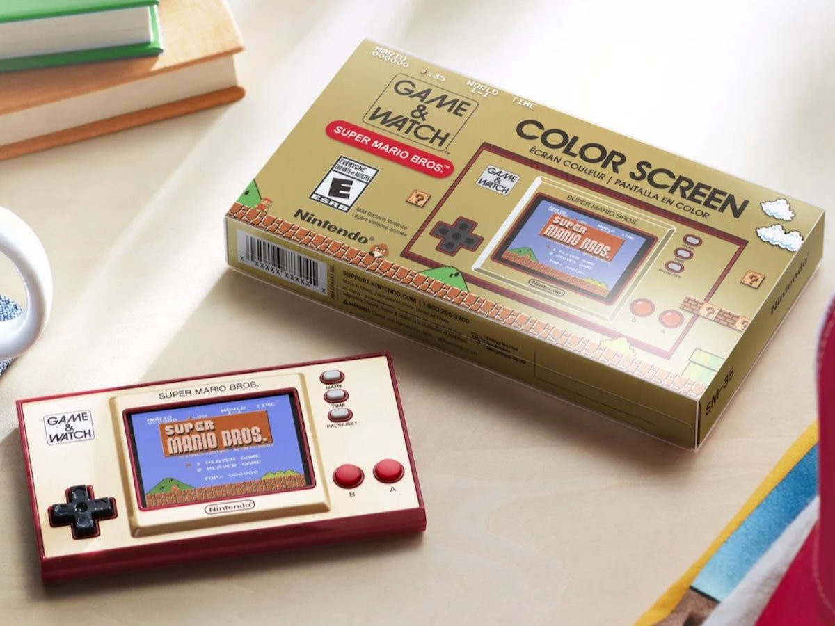 Nintendo Game & Watch classic console has a full-color LCD screen