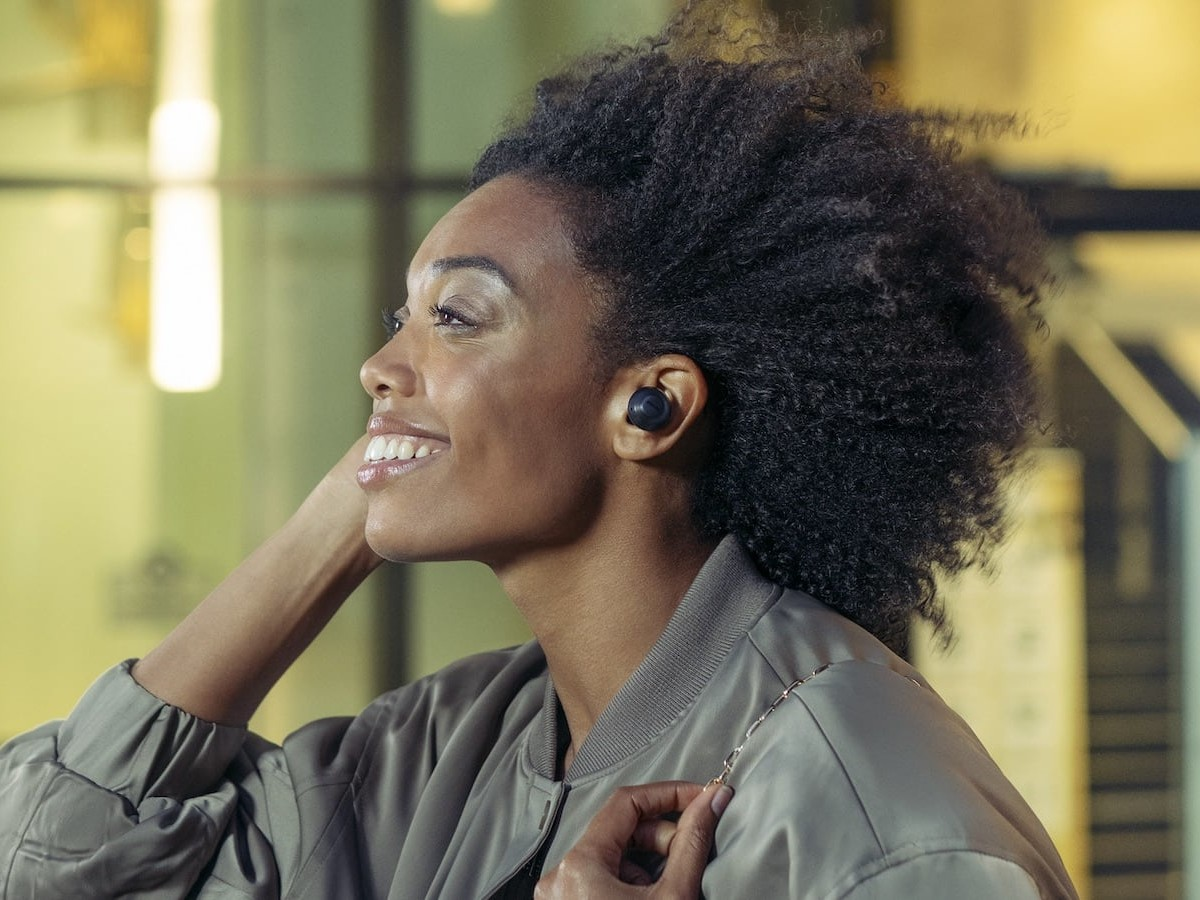 Philips T8505 wireless earbuds feature angled oval acoustic tubes