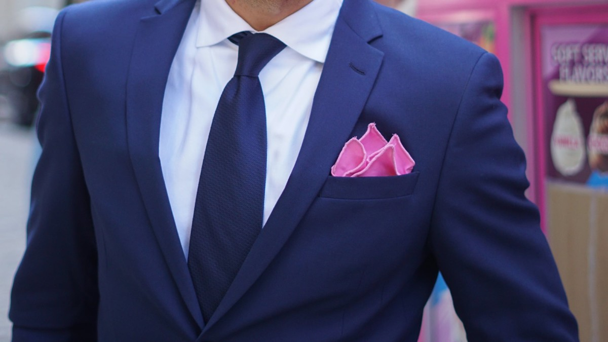 RARE CUT flexible pocket square actually stays upright