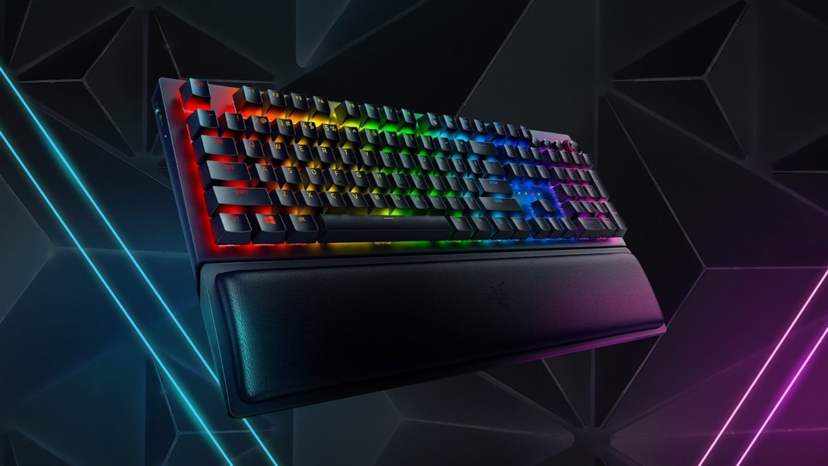 Razer BlackWidow V3 Pro gaming keyboard features two types of mechanical switches