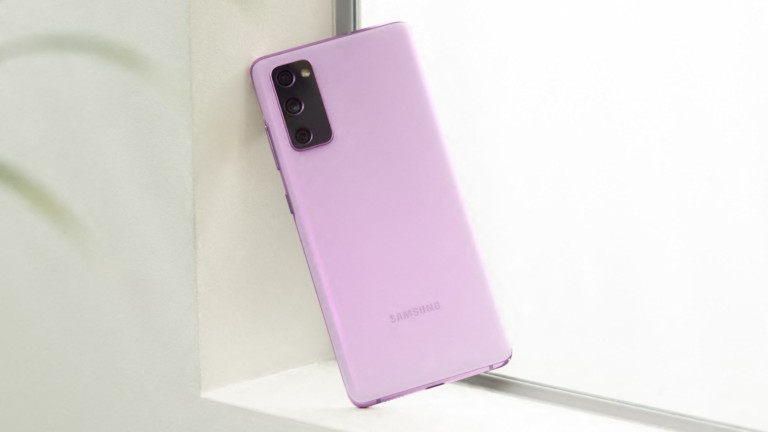 Samsung Galaxy S20 FE fan edition smartphone has a glimmering haze finish