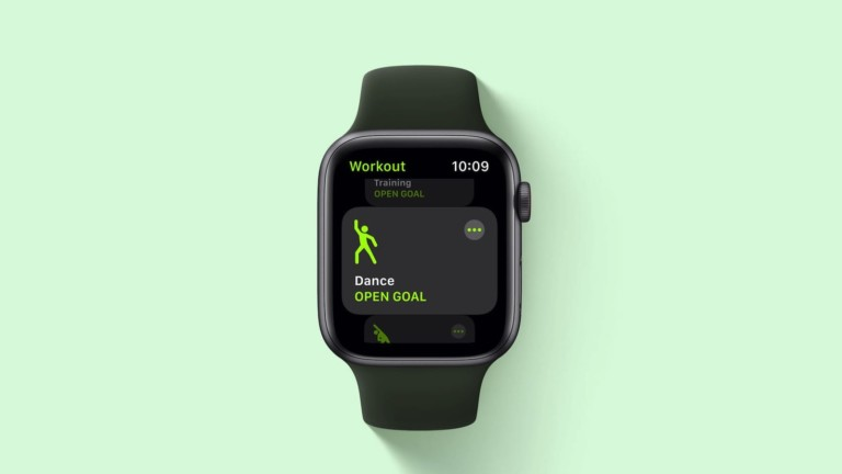 """Solo Loop <em class=""""algolia-search-highlight"""">Apple</em> Watch strap has a stretchy, clasp-free fit"""