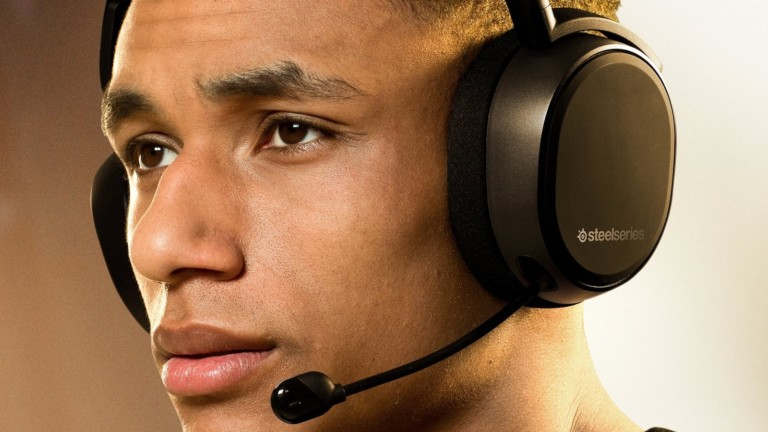 SteelSeries Arctis 9 wireless gaming headset has 2.4 GHz wireless connectivity