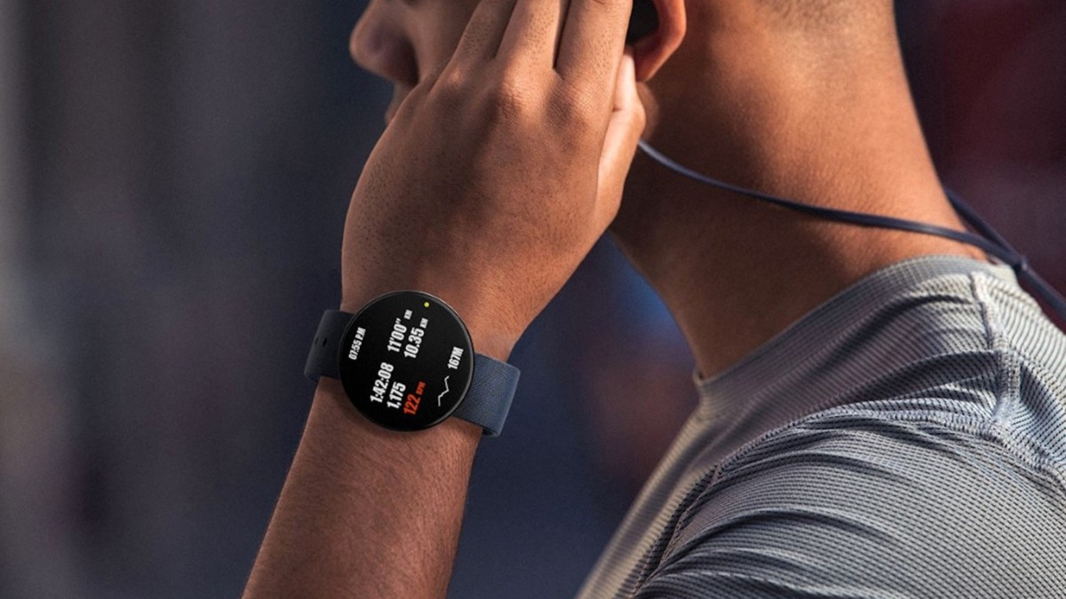 Circle Watch aesthetic smartwatch has an edge-to-edge screen