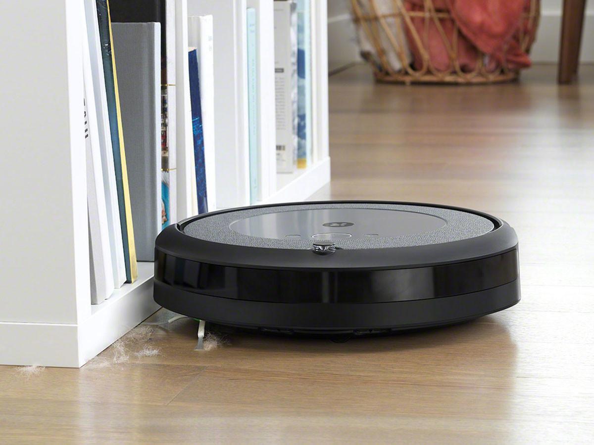 iRobot Roomba i3+ robot vacuum empties debris on its own