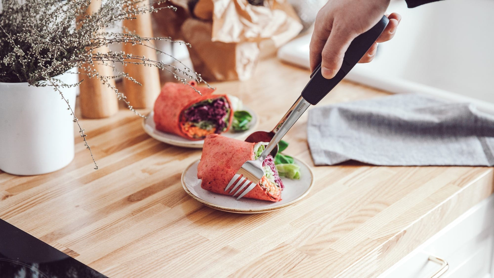 Anytongs flatware converter turns normal utensils into tongs
