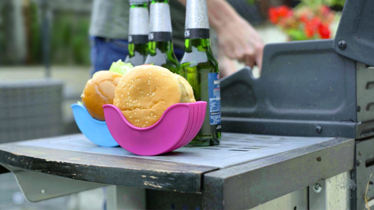 Burger Buddy mess-free holder keeps you so much cleaner while eating