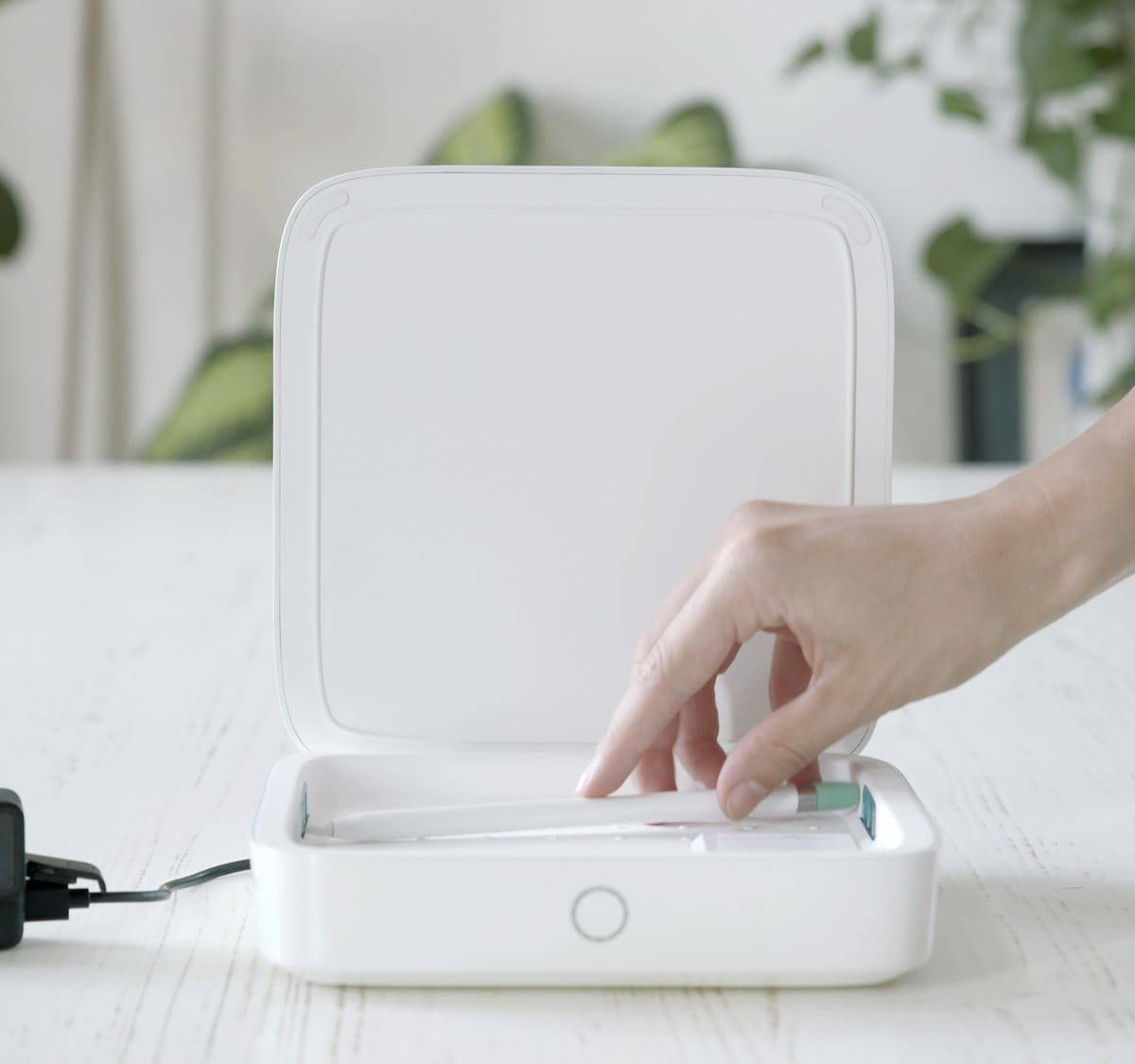 Einova Mundus Pro sanitizing device kills 99.99% of viruses and bacteria in 8 minutes