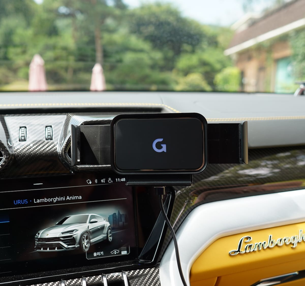 GAZE Wide H landscape car smartphone charger is compatible with Galaxy Z Fold2