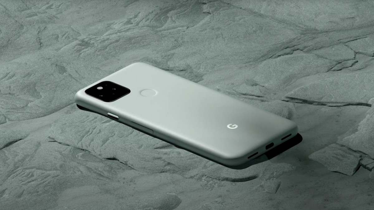 Google Pixel 5 smartphone offers wireless and reverse wireless charging