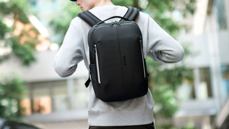 "Google & Samsonite Konnect-i smart <em class=""algolia-search-highlight"">backpack</em> collection features an interactive strap"