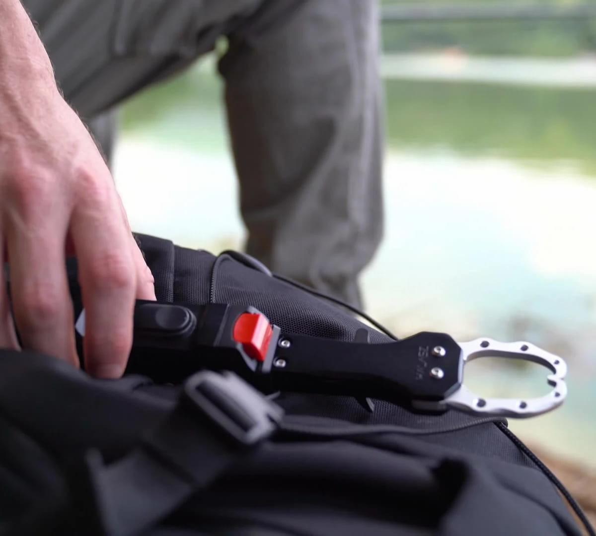 Halasz multifunctional fishing grip provides real-time information through an app