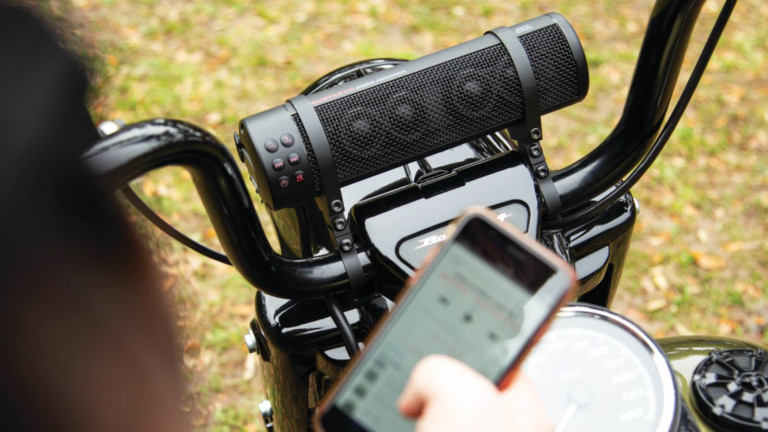 Kuryakyn Road Thunder Sound Bar Plus is a distortion-free handlebar-mounted speaker