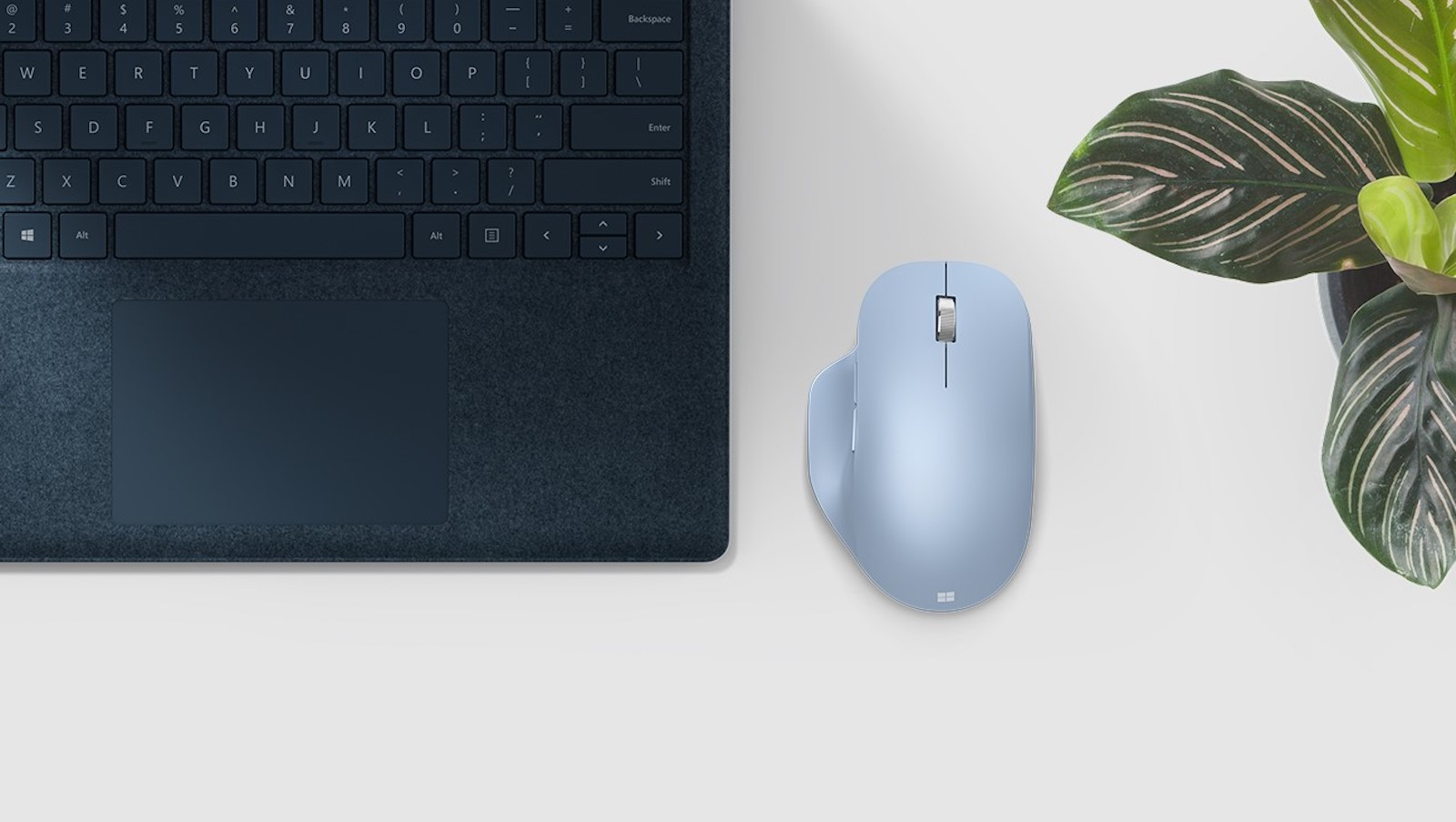 Microsoft Bluetooth Ergonomic Mouse has two customizable buttons