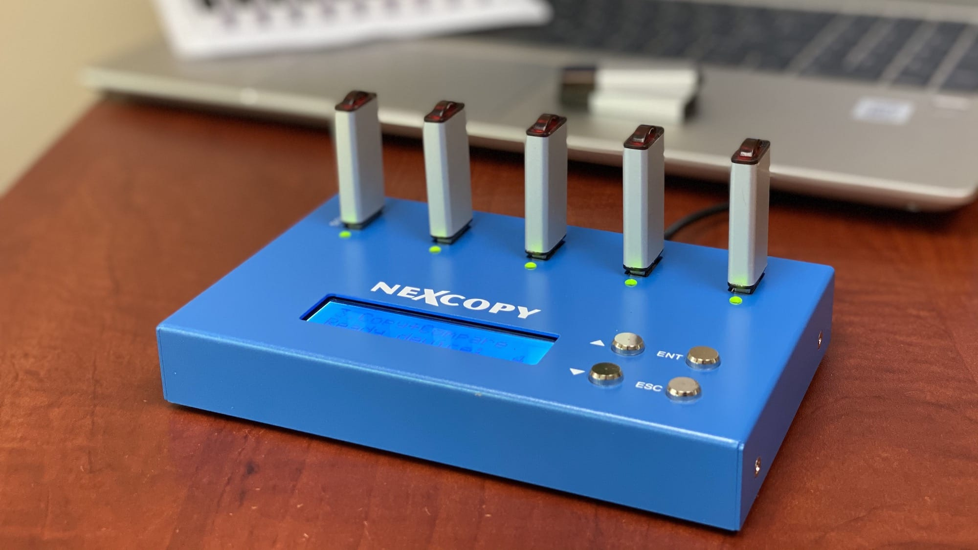 Nexcopy USB104SA standalone USB duplicator copies 1 GB of data in less than a minute