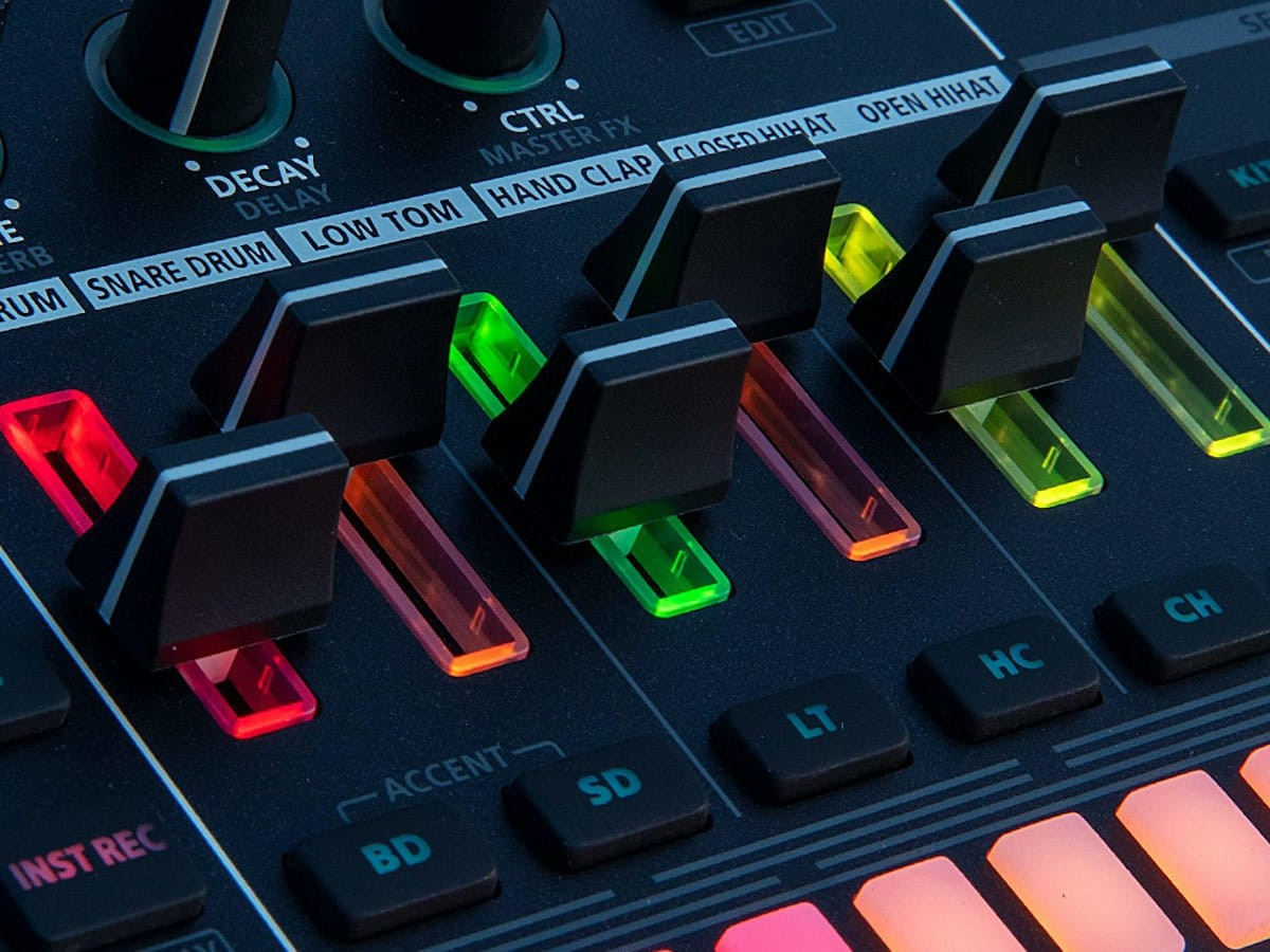 Roland TR-6S rhythm performer provides six advanced drum sequencing tracks