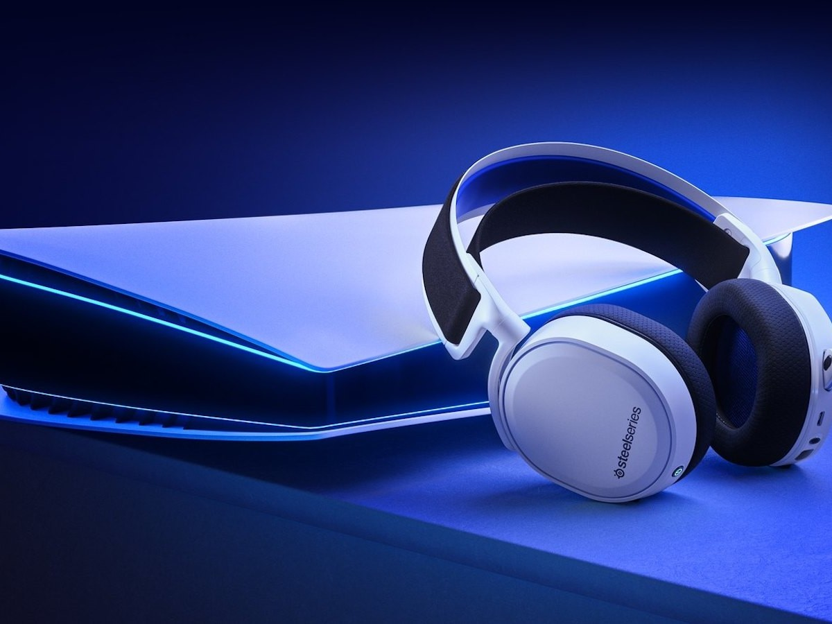 SteelSeries Arctis 7P wireless gaming headset has a ClearCast microphone
