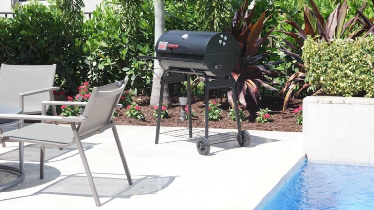 This quick-start charcoal grill gets your charcoal ready in 6 minutes