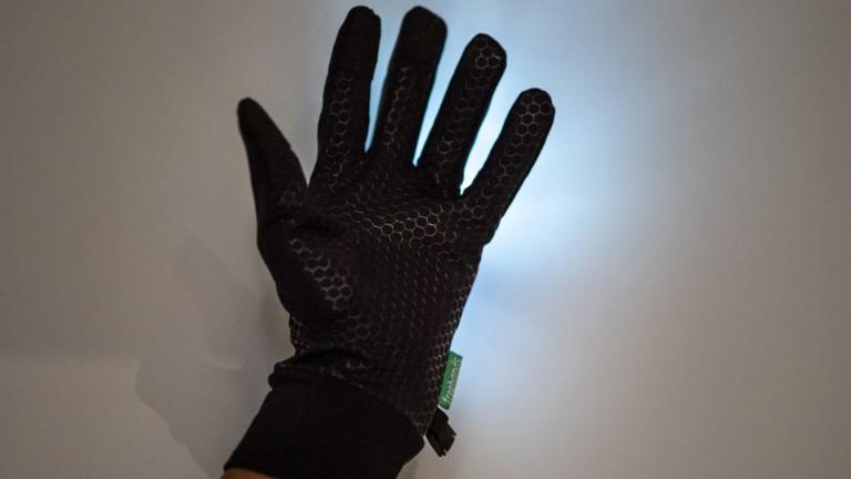 "Freehands <em class=""algolia-search-highlight"">Light</em>-Up Running Gloves provide 3-finger touchscreen capabilities"