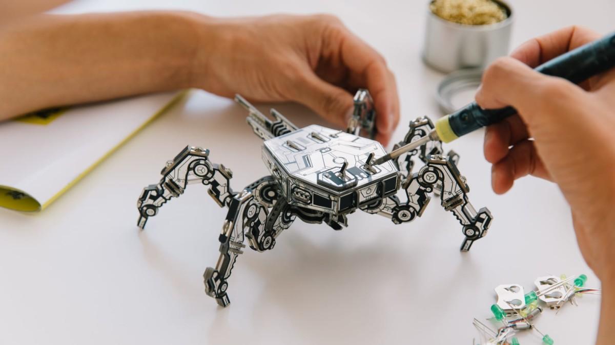 Geeek Club Cyberpunk circuit board construction sets let you build 5 futuristic models