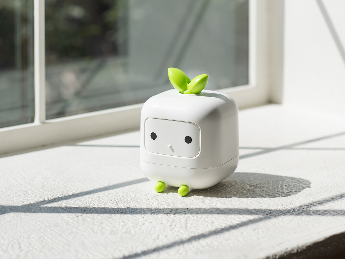 Kimparks Lab V-CUUB cute mini humidifier holds 400 ml of water & adds moisture to the air